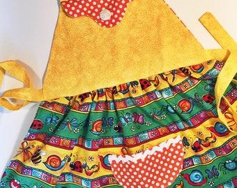 Girls apron, girls kitchen apron, girls craft apron, girls gardening apron, girls size 3 to 5 apron