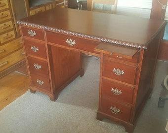 Pedestal desk - medium size