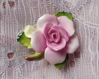 Vintage kitsch beautiful pink rose pot brooch made in england