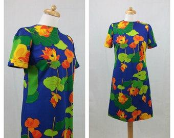 60s vintage dress. Blue dres. Floral print dress. Short sleeves dress. A form dress. Mod dress. Mad Men dress. Joan Mad Men dress. Size L.