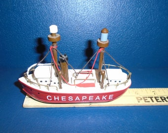 small boat. Chesapeake bay. Chesapeake Bay Boat. Model boat. Wooden boat.