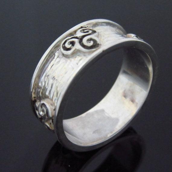 Newgrange Triple Spiral  Ring-  Celtic Triskele Ring | Free shipping worldwide | Made in Ireland