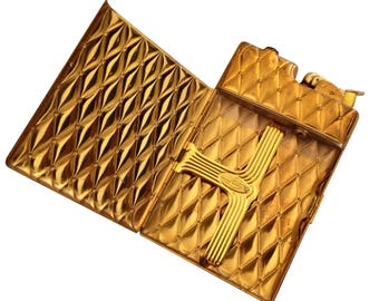 1940s Evan Huey diamond pattern cigarette lighter/case combination.Gold finish, great condition/minor wear to the finish. Ultra glamorous.