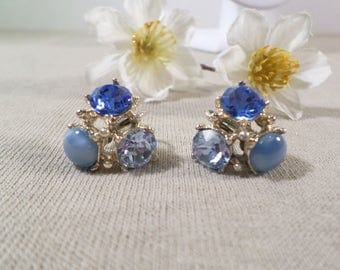 PROM! Beautiful Vintage Gold Tone Pair Of Blue Crystal Rhinestone And Glass Beaded Screw Back Earrings  DL#1985