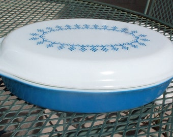 Pyrex Snowflake Garland Divided Dish with Opal Decorated Lid