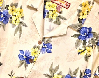 Lovely Size L CARIBBEAN JOE Hawaiian Beige with Blue & Yellow Flowers Front Button Collar Shirt Style Blouse