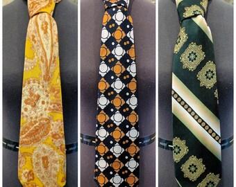 Vintage 1970's Wide Dramatic Necktie Green / Gold / Yellow / Orange / Blue Polyester / Silk