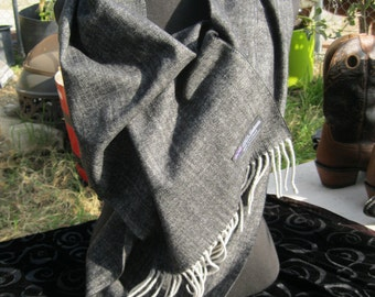 Scotish Cashmere Scarf, Herringbone weave, grey with white fringe