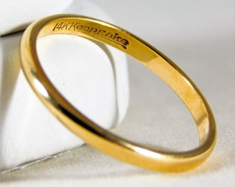 Simple and Chic 14kt Yellow Gold Wedding Band