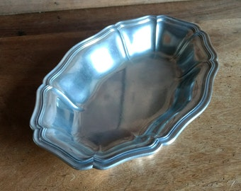 Lovely French vintage pewter serving dish, with fluted edges circa 1960s.