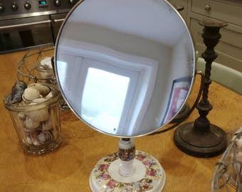 beautiful but very scruffy free standing dressing table mirror. (1137)