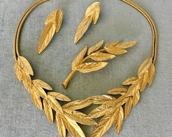 TRIFARI Signed Massive LEAVES Parure Collar Bib Necklace Earrings Brooch Pin SET Art Deco Gold Metal Vintage Rare Designer Couture Runway