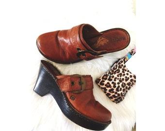 SALE// Women's US 9 Clogs Vintage Bórn Clog Bohemian Style Free People Anthropologie Minimalist Style Brown Leather Clogs Scandinavian Style