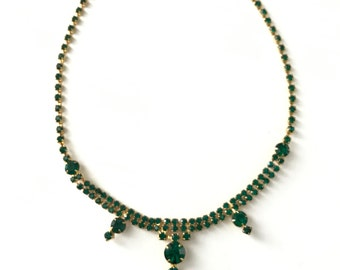 Beautiful Vintage Dainty Emerald Green Rhinestone Necklace