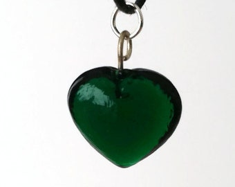 Thin choker with green glass heart shaped charm