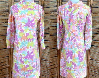 1960s Psychedelic Flora and Fauna Novelty Print Shift Dress with Bell Sleeves - Extra Small/Small