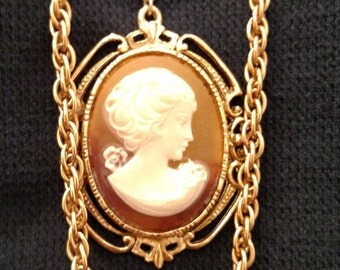 Vintage Victorian Faux Cameo Necklace - Antique Gold Tone