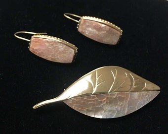 Liz Claiborne Mother Of Pearl Gold Leaf Brooch And Earrings Set Vintage Collectible Jewelry