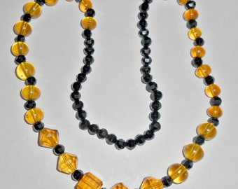 Pretty vintage black and orange faceted glass beaded necklace