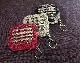 Keychain coin purse with tabs from cans