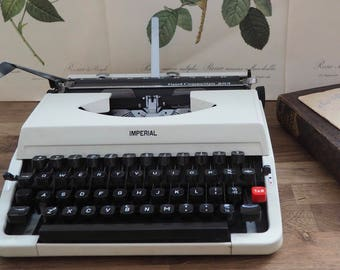 A Vintage Retro Imperial Typewriter, Good Companion 203, with case, good condition. Desk addition, collectable, stationary