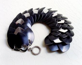 Bracelet 'Eriel' - Black and silver scalemaille, dragon scales - Anodized aluminium scales - Elvish bracelet, boho chic, statement, handmade