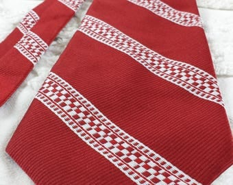 Donegal Qiana Nylon wide neck tie 1970s 70s red white check diagonal stripe funky hipster prom