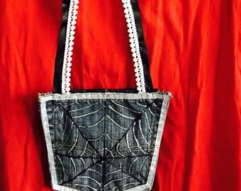 Spiders web pocket purse