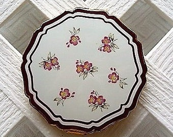 Floral Ladies Compact by Stratton ...  Vintage, Made in England, Ready to Use --  Gift Idea