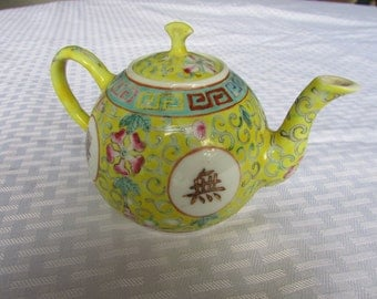 signed antique chinese bao xiang hua wan shou wu jiang teapot from the da qing guangzu