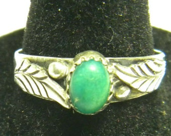 Silver & Green Turquoise southwestern ring size 8 Signed