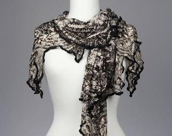 Châle # 5, pièce unique, couvre épaules, porté 4 façons différentes, dentelle, voile, simple et confortable, remarquable, jamais vu, inusité