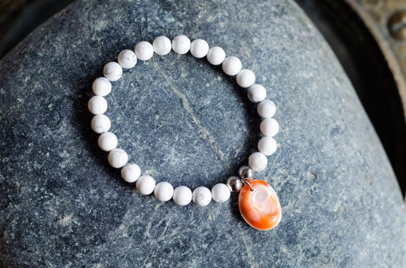 """White Howlite men's bracelet """"PALOMINE"""" : howlite beads and stainless steel beads, eye of Santa Lucia - Stretch Bracelet"""
