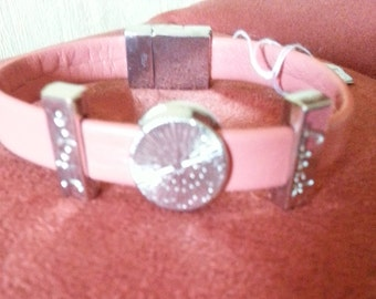 Lachsfarbenes faux leather bracelet, LUCK and HOPE with three Schiebeperlen