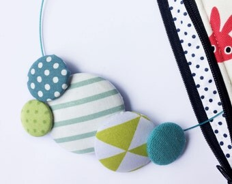 """Necklace """"Funny Green"""" with covered button placket fabric, collier. covered button. Funky necklace. Teacher Appreciation"""