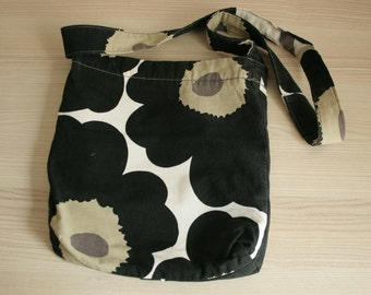 MARIMEKKO small shoulder bag in Unikko print Black flowers on white background Cotton bag Small shopping bag One strap bag Messenger bag