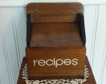 Vintage 1970's Wooden RECIPE BOX With Blank Cards, Rustic Kitchen Decor, FARMHOUSE Decor, Kitchen Wall Decor, Rustic Recipe Box