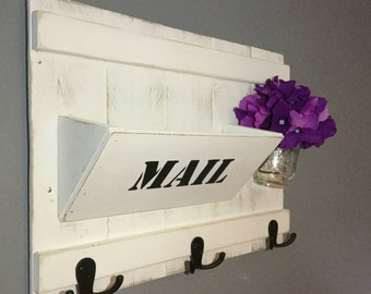 Mail organizer and key holder