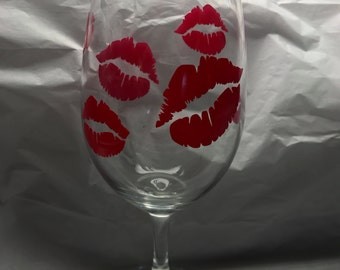wine glass, pink lips, wine lover, wine kisses, wine obsessed, valentines day, gifts, bff, sweetheart, stemmed wine glasses