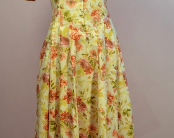 Laura Ashley 80s floral dress with sweetheart neckline and button up front UK vintage size 12