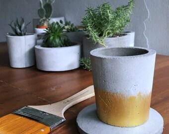 Concrete planter (petite)