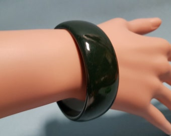 Bakelite Dark Green Bangle 15/16 Inch Wide
