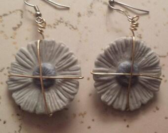 Blue Daisy earrings: clay