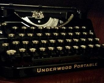 SALE~Vintage Underwood Portable Typewriter~Excellent Condition; with Original Case