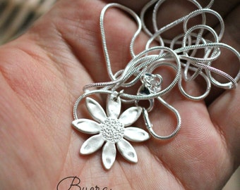 Silver Daisy Necklace (999 pure silver)