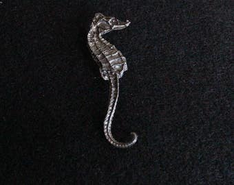 Delicate Vintage Pewter Seahorse Brooch, Vintage Brooch from the 1980s, Sea Motif Jewelry