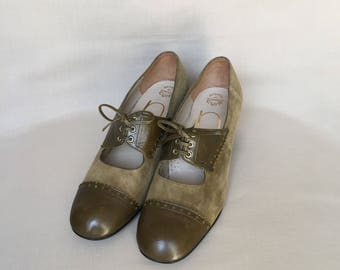 Vintage shoes / green pumps / mary jane shoes / suede shoes / pumps shoes / rounded toe shoes / low heels / leather shoes / made in france