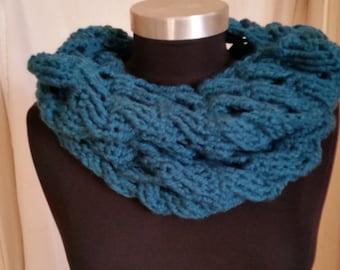 SALE! Round scarf with refined crochet pattern, cable pattern, loop, Häkelrundschal, Häkelloop, Schulterwärmer