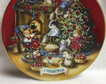 Avon Sharing Christmas with Friends (Wildlife) Collector Plate (#047)
