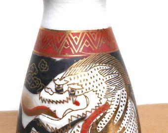 Beautiful Japanese Vintage Ceramic Dragon sake bottle (Mark: Kutani Tao Hsiang (九谷陶香)